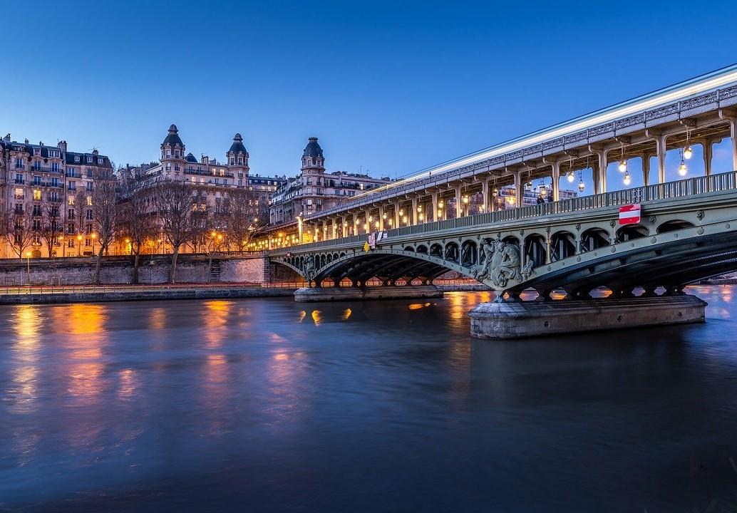 Noa Khamallah explique comment Paris montre la voie de la mobilité urbaine durable